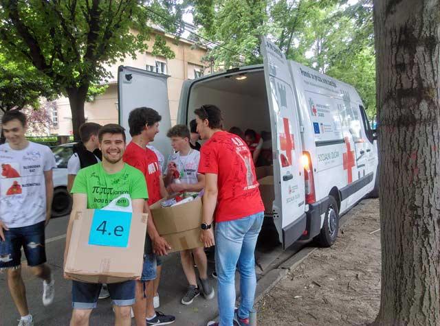Trecu Godinu Zaredom Maturanti Donirali Hranu Za Socijalni Ducan Xv Gimnazija